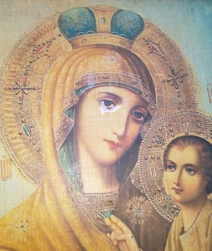 У Львові замироточила ікона Божої Матері. ФОТО